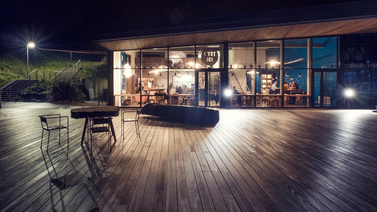 Interieur D Un Bar restaurant & bar à vins « c'est ici » à roscoff (bretagne